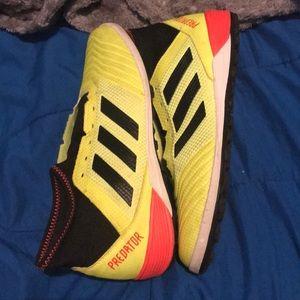 Soccer shose